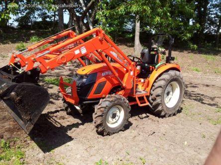 Фото - Фронтальный погрузчик KL 130 для трактора Kioti CK35